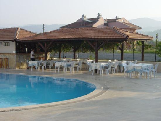 Seastar Aparthotel: Poolside Restaurant