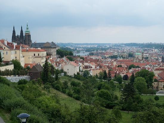براج, جمهورية التشيك: La ciudad al pie del castillo