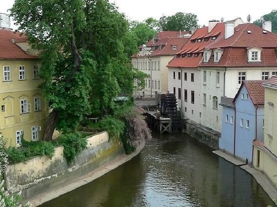 براج, جمهورية التشيك: Las ruedas de los antiguos molinos
