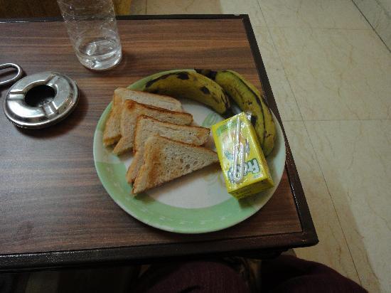 Hotel Pearl Plaza: 簡単な朝食がつきました。