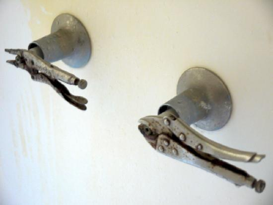 Shack Up Inn: Shower taps!