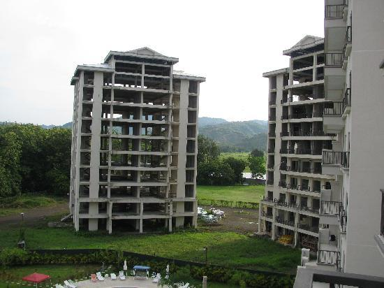 Jaco Bay Resort Condominium: eyesore buildings