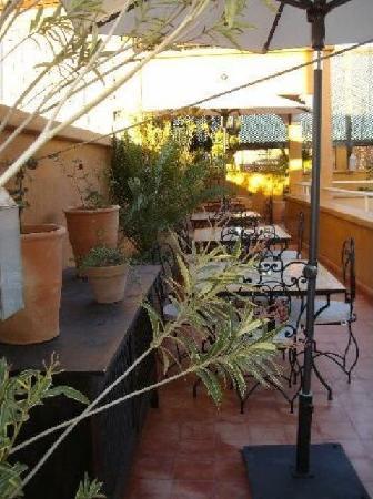 Riad Des Orangers : Espaces repas en terrasse