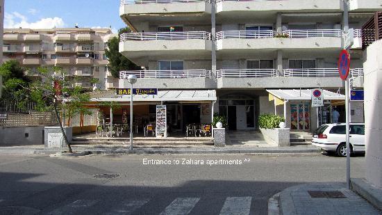 Zahara Rentalmar: Entrance to Zahara Apartments
