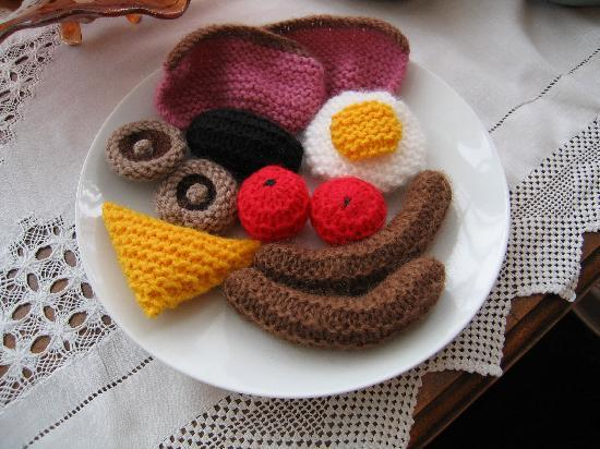 Pen Y Cefn Guesthouse: The knitted full Welsh breakfast!
