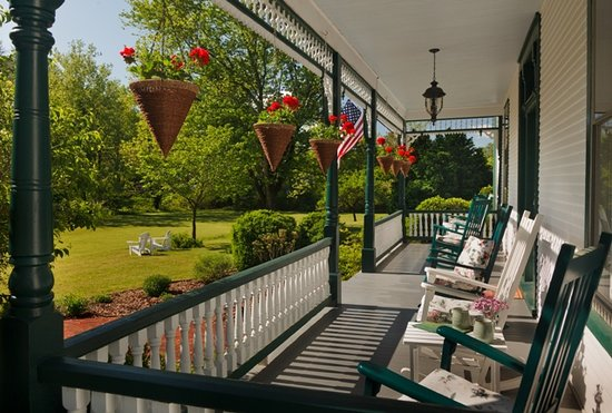 Afton Mountain Bed & Breakfast: Front Porch