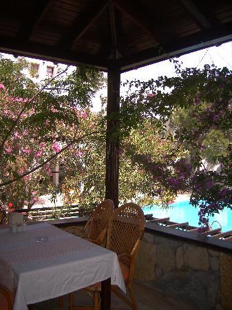 Yildiz Hotel: breakfast table