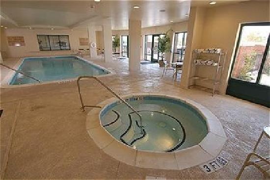 Holiday Inn Express & Suites Florence I-95 & I-20 Civic Ctr: Indoor Salt System Pool and Hot Tub
