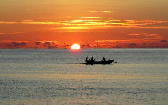 Cili Emas Oceanside Resort: einfach traumhaft..Sonnenaufgang am Resort