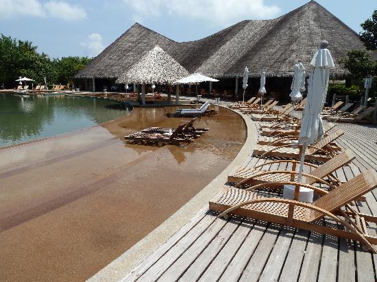 J Resorts Alidhoo: Pool area, exceedingly nice