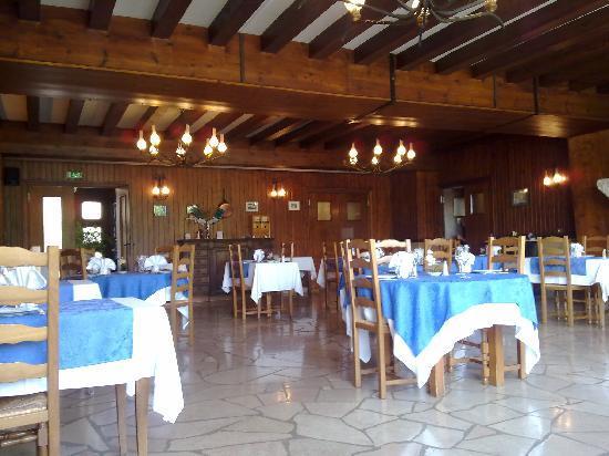 Auberge de laTerrasse: Restaurant interior April 2011