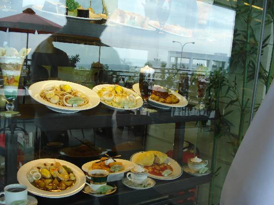 Lluvia Hotel Hanoi: Best food served all the time