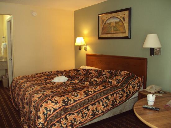 Days Inn Orangeburg: Room
