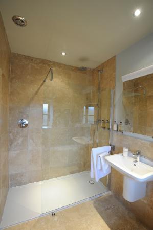 Roundhouse Barn: The Minack bathroom