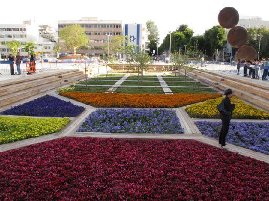 Mann Auditorium (Habimah Square) : Habima square - the garden