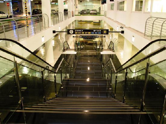 Mann Auditorium (Habimah Square): Habima square - the underground parking