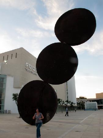 Mann Auditorium (Habimah Square): Habima Square - a statue by Ya'akov Agam