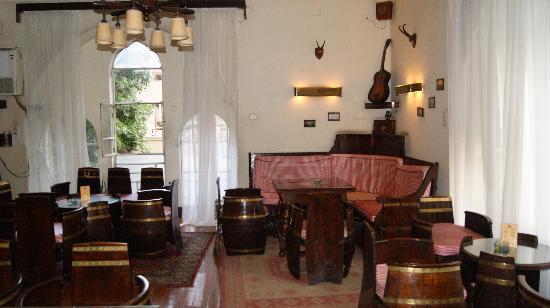 Windsor Hotel Cairo: Barrel bar