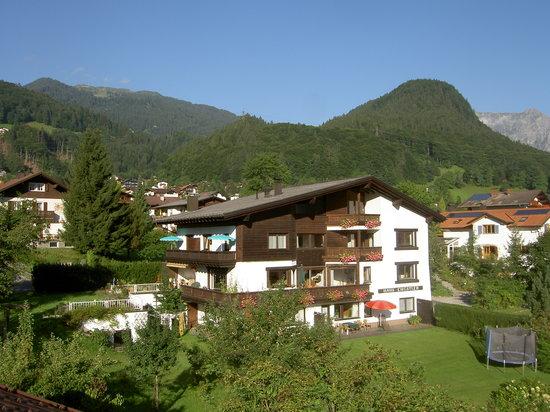 AlpenApart Haus Engstler: Mitten im Grünen