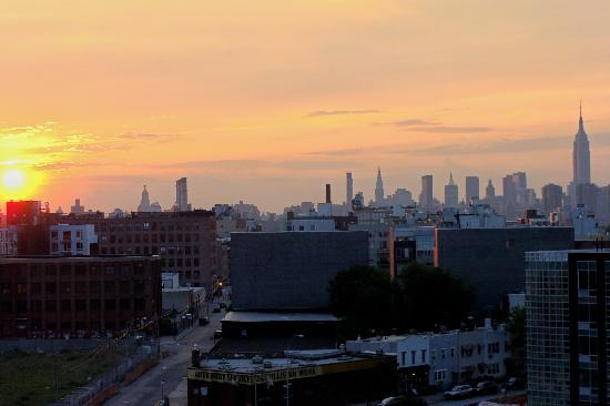 Hotel Le Jolie: Manhattan at sunset