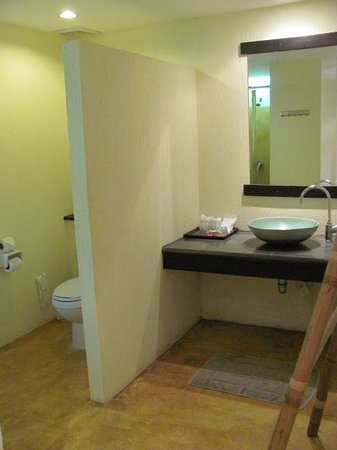 Mayaburi Boutique Resort: Bathroom