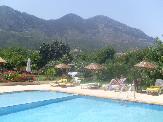 Lapida Hotel: More mountain views from the pool