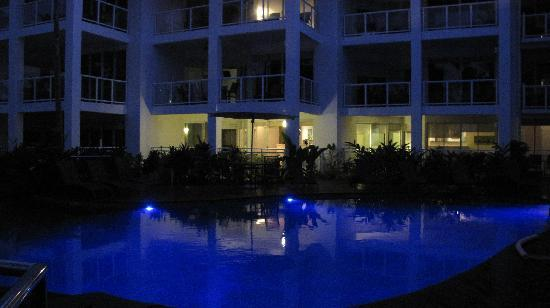 Beaches Port Douglas: The pool at night