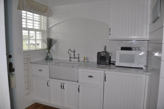 Castle Hill Inn: Kitchenette, Superior Beach Cottage