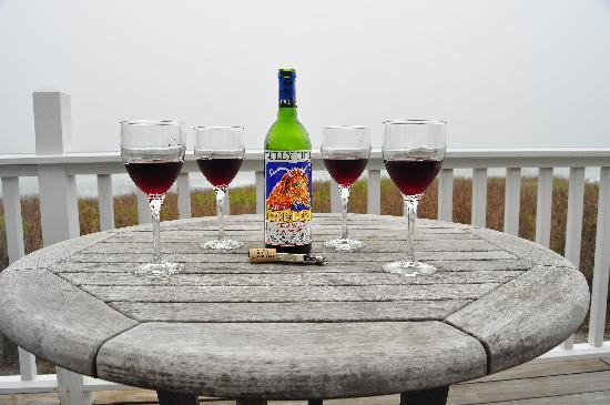 Castle Hill Inn: enjoying life on the deck in the fog