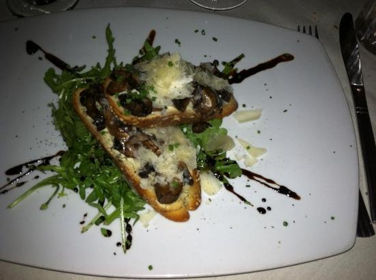 Oliver A Bistro: mushroom bruschetta- wonderful!
