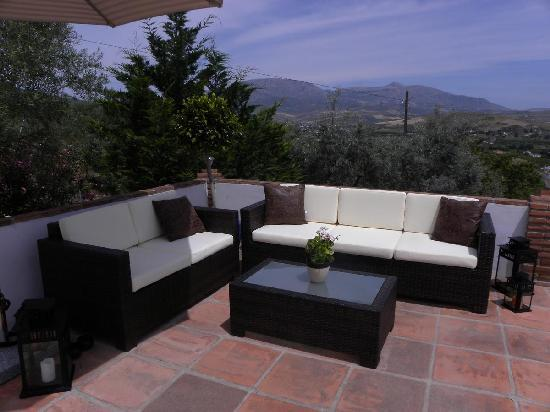 Alora Valley View Accommodations: Modern, stylish relaxation area