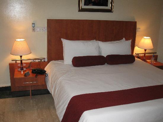 BON Hotel Stratton Asokoro: this is a bed