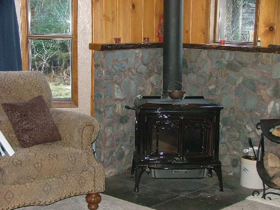Berry Patch Bed and Breakfast: Cozy spot by the fire