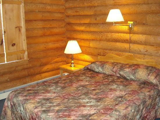 French River, Canada: Queen Bedded Room