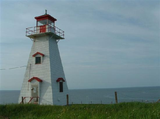 French River, Canada: Local Lighthouse and Beach, walking distance