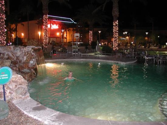 Avi Resort & Casino: night time at the pool