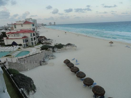 Grand Park Royal Cancun Caribe: View from room balcony
