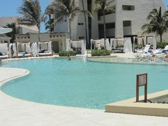 Grand Park Royal Cancun Caribe: Infinity pool