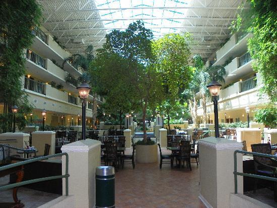 Emby Suites By Hilton Destin Miramar Beach Courtyard