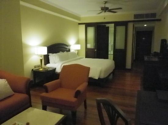 Sofitel Phnom Penh Phokeethra: ベッドルーム