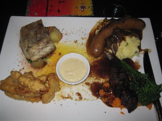 Red Ochre Grill Restaurant Alice Springs: Combination dish