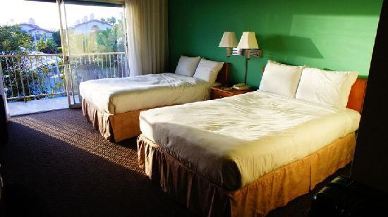 Palos Verdes Inn: Palos Verde Inn - 2 Queen Room