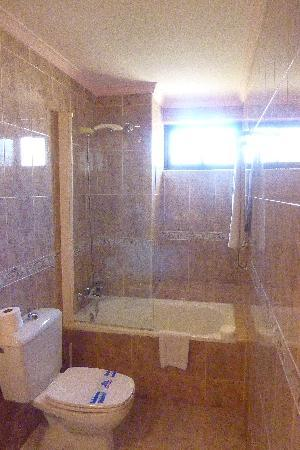 Royal Costa Hotel: Clean bathroom