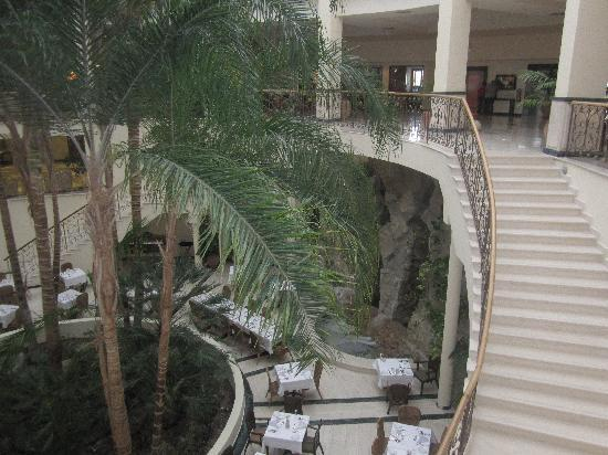 Atlantica Imperial Resort & Spa: The steps to the dining area