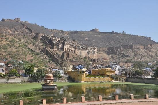 Taragarh Fort: Fort and Lake