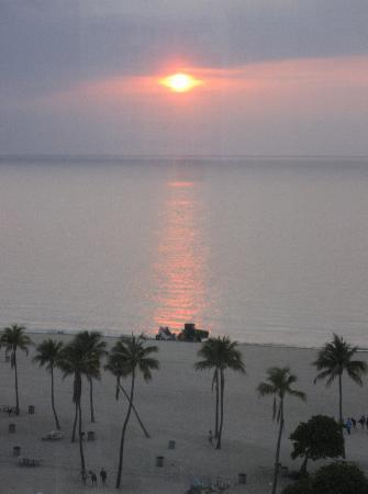 B Ocean Resort Fort Lauderdale: Morning view from our room