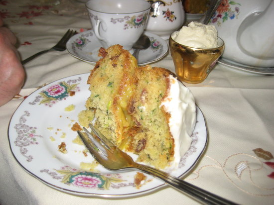 Cupán Tae : One of the many yummy cakes to choose from