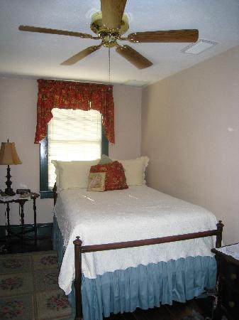 Spencer House Inn Bed and Breakfast: Comfortable bed