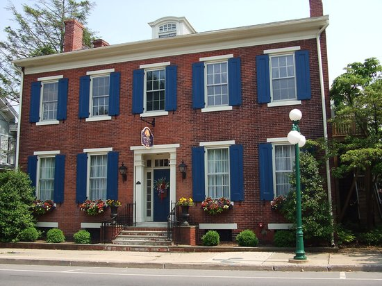 Copper Beech Manor Bed and Breakfast: Welcome spring!!