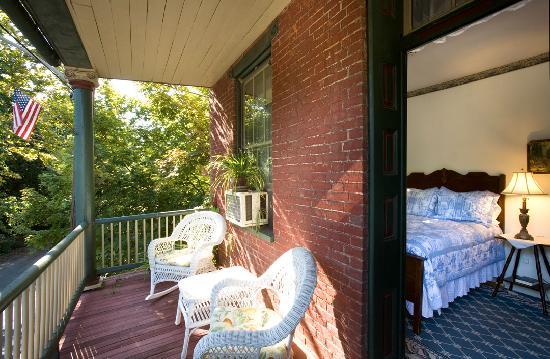 Railroad House Inn: B&B Room 4 - With Balcony